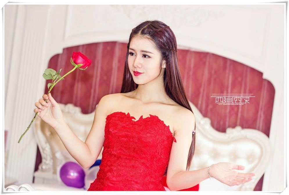 一誓玫瑰红裙女